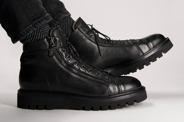 Black boots for man
