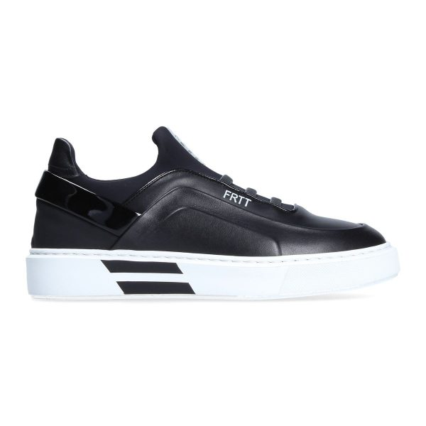 Black sneakers for woman